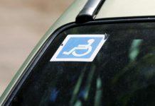 Autisti dostanú parkovací preukaz, parlament schválil opozičnú novelu zákona o kompenzáciách ŤZP