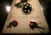 Španielska vláda exhumuje ostatky diktátora Franca a prevezie ich helikoptérou do iného hrobu