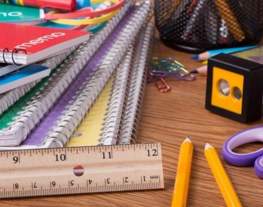 Príspevok na nákup školských potrieb pre prvákov má budúci rok stúpnuť na 102,50 eura