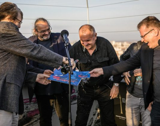 Nový album s názvom Najvyšší čas uviedli Elánisti do života na vyhliadkovej veži nad Mostom SNP