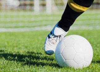 Nemecká futbalová liga reaguje na rasisticky útok v Hanau, hráči nastúpia v špeciálnych dresoch