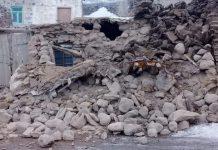 V Turecku pri zemetrasení zomrelo sedem ľudí, ďalší uviazli pod troskami popadaných budov (video)